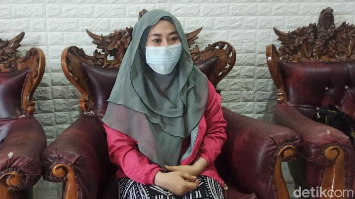 S (36) ibu yang dipolisikan anaknya kini penahanannya ditangguhkan, Minggu (10/1/2021).