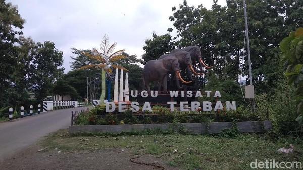 Lokasi Situs Patiayam ini terletak di sekitar Desa Terban, Kecamatan Jekulo, Kudus, Jawa Tengah. Dari pusat Kota Kudus jaraknya 11 kilometer saja atau jika ditempuh dengan berkendara sekitar 22 menit.