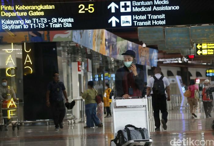 Jatuhnya pesawat Sriwijaya Air SJ182, tidak mengurungkan warga untuk memakai jasa penerbangan. Terminal 2 Bandara Soekarno-Hatta, terlihat tetap ramai.