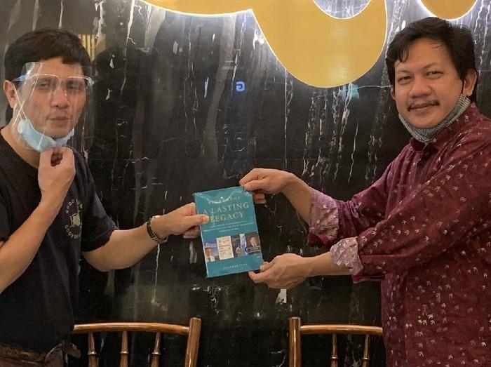 Buku Biografi Sastrawan Ramadhan KH