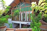 Resor ini memiliki 43 kamar dengan konsep berbeda, menampilkan aksen etnik tradisional khas perdesaan Indonesia.