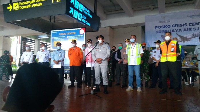 Direktur Utama PT Jasa Raharja Budi Rahardjo saat memberikan keterangan kepada wartawan soal santunan bagi korban Sriwijaya Air.