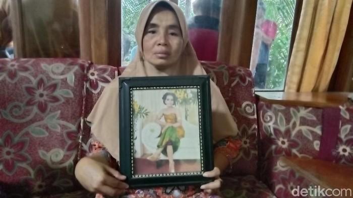 Duka ibu Erviana Agustin (22) ditinggal pamit cari kerja ke Jakarta ternyata tewas di kecelakaan maut Tol Cipali, Senin (11/1.2021)