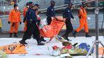 Evakuasi Berlanjut, Kantong Jenazah-Puing Sriwijaya Air Tiba di JICT