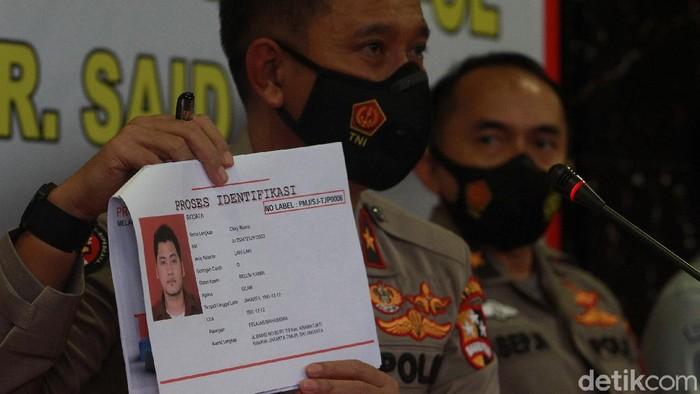 Satu korban pesawat Sriwijaya Air SJ182 yang teridentifikasi bernama Okky Bisma. Jenazah Okky Bisma bisa teridentifikasi dengan membandingkan data sidik jari.