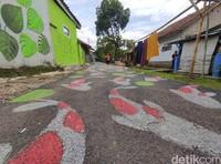 Jalanan yang dilukis sepanjang 300 meter.