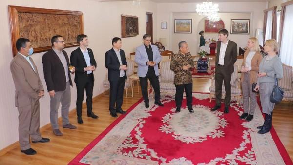 Kegiatan tersebut dihadiri oleh perwakilan dari Kedutaan Besar Romania, Laos, Vietnam, Iran, Pakistan dan Rusia, serta Country Coordinator World Food Program dan The United Nations Population Fund. Selain untuk mempromosikan daya tarik wisata Indonesia, kegiatan ini juga diselenggarakan untuk menyambut tahun 2021 (KBRI Pyongyang)