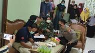 Anak dan Cucunya Jatuh Bersama Sriwijaya Air SJ182, Ibu di Kediri Tes DNA