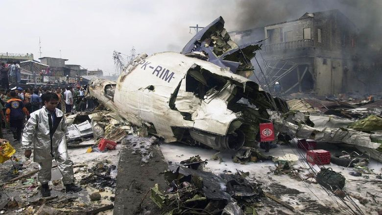 Indonesia berduka atas jatuhnya pesawat Sriwijaya Air SJ-182 di perairan Kepulauan Seribu. Kecelakaan itu menambah daftar kecelakaan pesawat yang terjadi di RI.