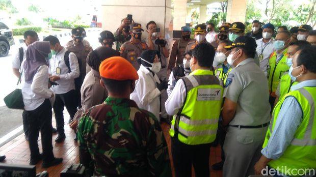 Mensos Risma tiba di Bandara Soekarno-Hatta (Adhyasta/detikcom)