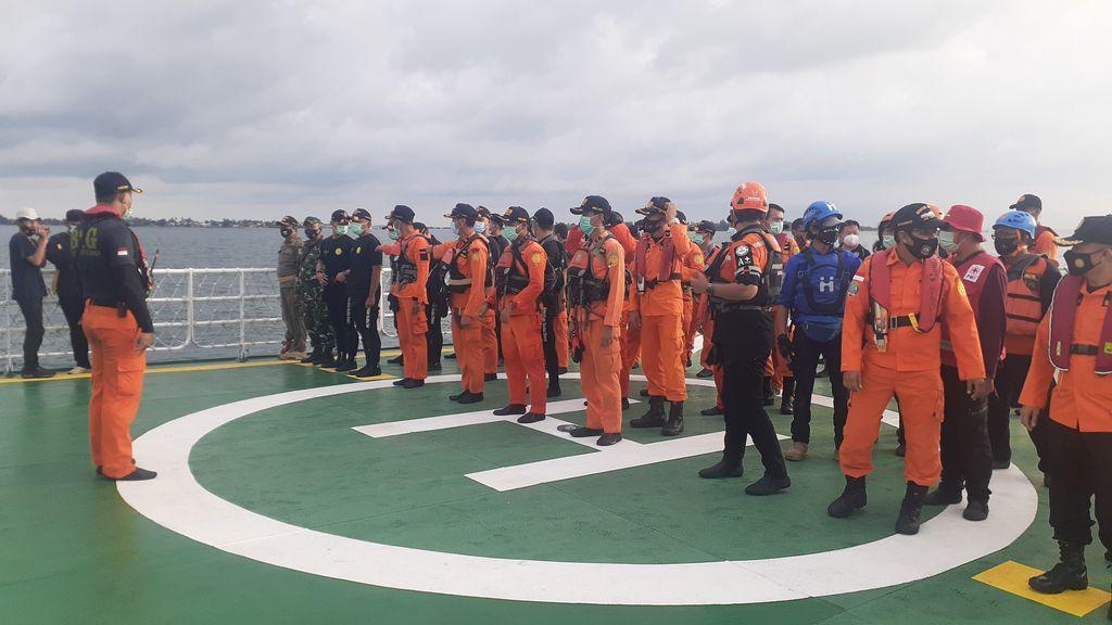 Para penyelam bersiap lanjut pencarian korban-puing Sriwijaya Air SJ182. (Afzal/detikcom)