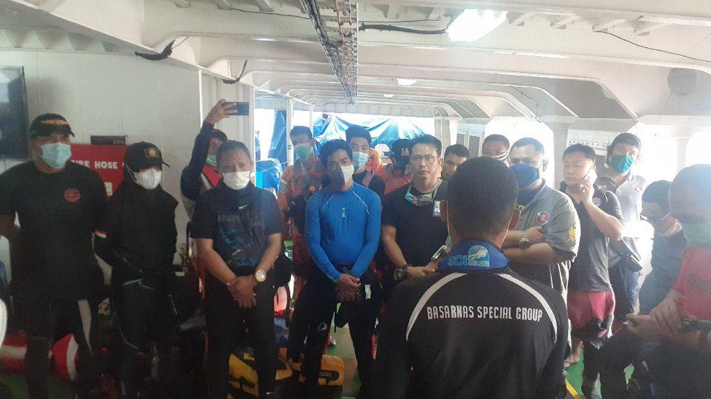 Dari KN SAR Wisnu, 50 Penyelam Cari Korban-Puing Sriwijaya Air SJ182