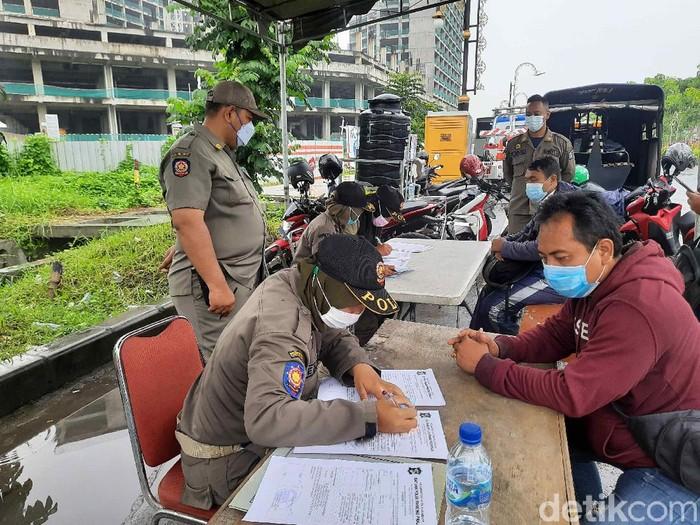 PPKM di kawasan MERR Surabaya