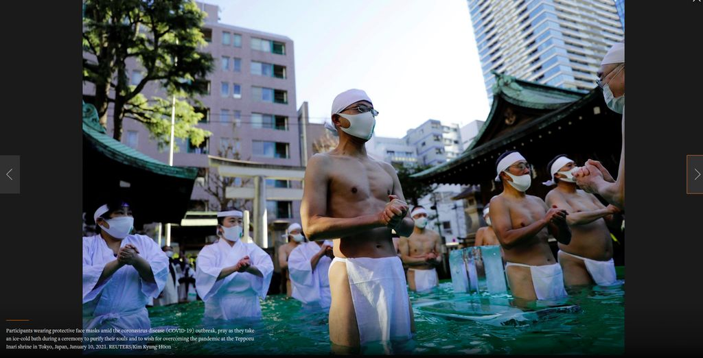Ritual umat shinto berendam di pemandian es Jepang