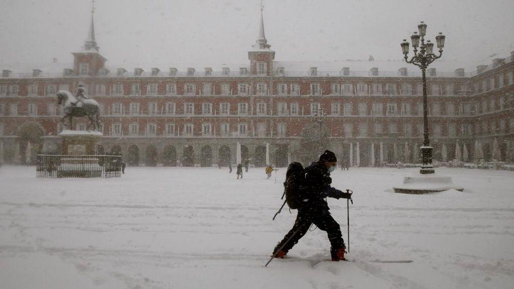 Salju Menumpuk di Jalanan, Pembukaan Sekolah di Madrid Ditunda