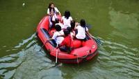 Untuk wahana permainan air, di antaranya ada sepeda air, paddle boat, sepeda wisata, perahu karet dan masih banyak lagi. (dok. Taman Wisata Matahari)