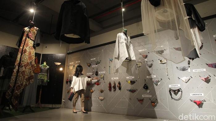 Sebanyak 360 buah masker dari 18 desainer mejeng dalam pameran bertajuk 'Pameran Masker Indonesia'.