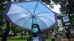 Gubernur DKI Jakarta Anies Baswedan menetapkan standar masker yang dapat digunakan oleh masyarakat selama pandemi virus Corona COVID-19.
