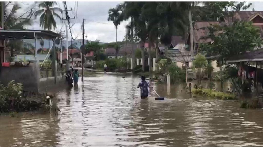 Hujan Deras-Sungai Meluap, 3 Daerah di Sumbar Terendam Banjir