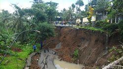 Jalan Utama Wonosobo-Kebumen Ambles, Pemda Sulit Pasang Jembatan Bailey