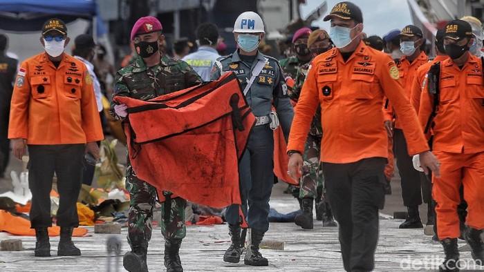 Basarnas kembali menerima 1 kantong dari hasil proses evakuasi pesawat Sriwijaya Air SJ182.