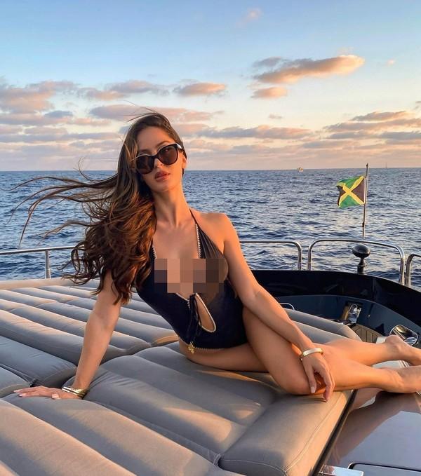Suka main wisata air, Natalia juga wisata yacht di Meksiko. (Instagram/Nataliabarulich)