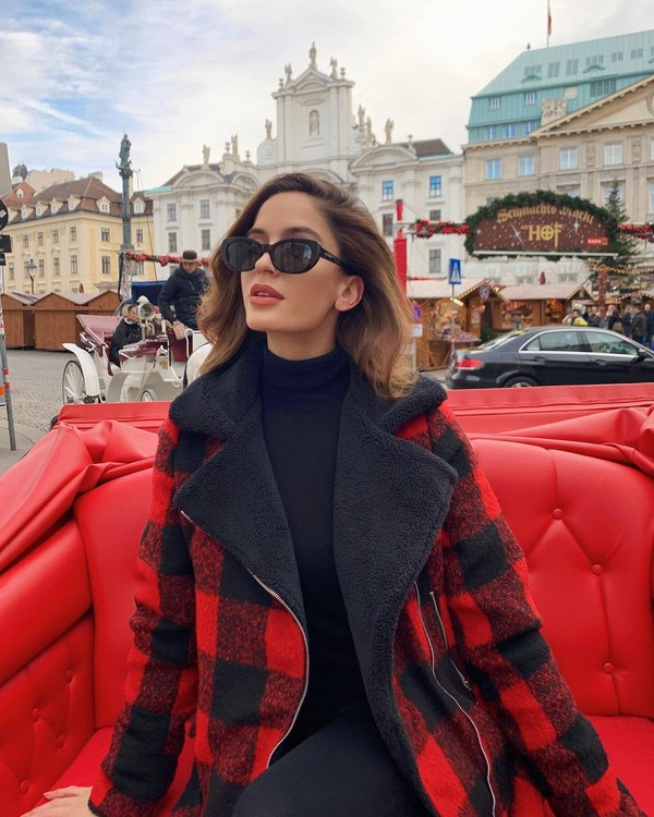 Anggun dan elegan, ini gaya liburan Natalia di Austria. (Instagram/Nataliabarulich)