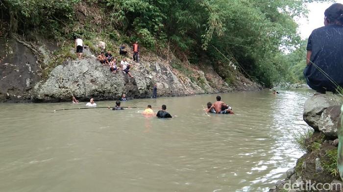 Pecarian korban tenggelam di Sungai Cianjur.