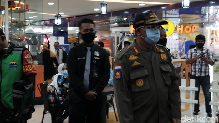 Tim Satgas Penanganan COVID-19 Kota Bandung mulai melakukan pemantauan penerapan protokol kesehatan di sejumlah mall setelah ditetapkan Pembatasan Sosial Berskala Besar (PSBB) Proporsional atau sama dengan PPKM.