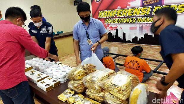 Polrestabes Makassar gagalkan peredaran 17 ribu kosmetik ilegal (Ibnu Munsir/detikcom)