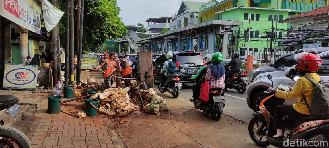 Proyek galian di Jl Mampang Prapatan dan sekitarnya. (Taufieq Renaldi Arfiansyah/detikcom)