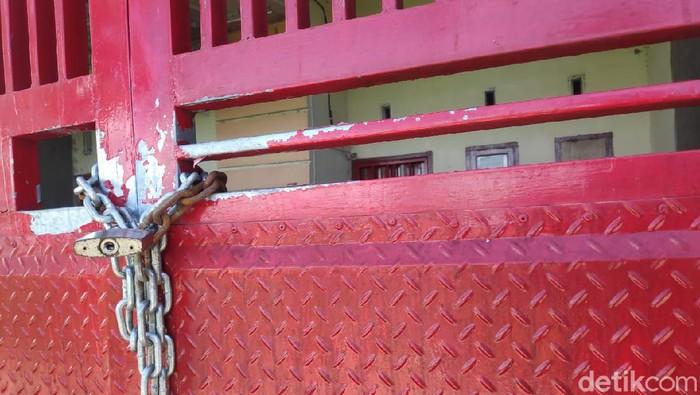 Rumah istri Harun Masiku di Gowa, Sulsel tertutup pagar (Taufiq/detikcom).