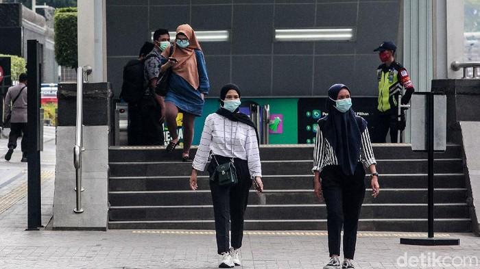 Pemprov DKI Jakarta telah memberlakukan pengetatan pembatasan sosial berskala besar (PSBB) sejak kemarin. Begini suasana kawasan Thamrin di hari kedua PSBB ketat.
