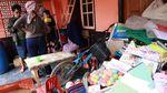 Kesedihan Jaenab Lihat Rumah-Sekolah Tertimbun Longsor Sumedang