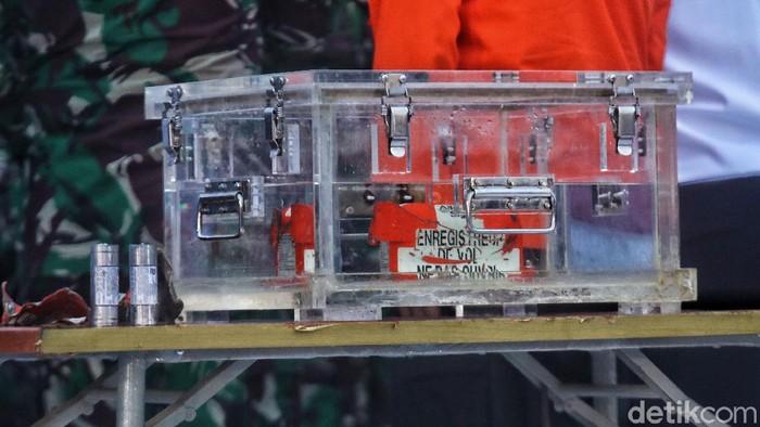 Flight Data Recorder (FDR) black box atau kotak hitam pesawat Sriwijaya Air SJ182 ditemukan. Begini penampakannya!