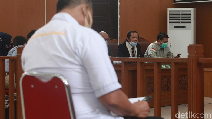 Hakim tunggal Pengadilan Negeri (PN) Jakarta Selatan menolak gugatan praperadilan yang diajukan Habib Rizieq Shihab.