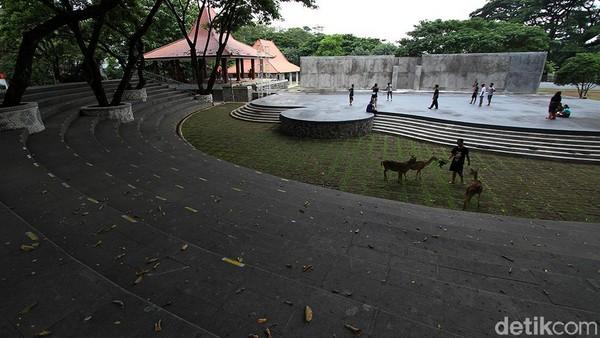 Suasana taman Balekambang usai direnovasi di Solo, Jawa Tengah, Selasa (12/1).
