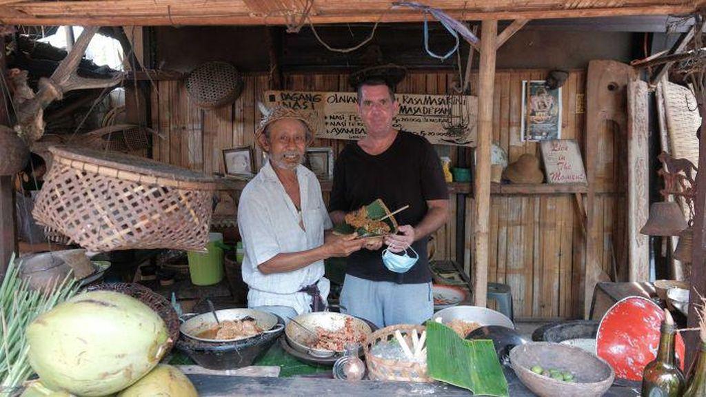 Warga Australia Bantu Bali dengan Buat Buku Resep Masakan dari Warung di Bali