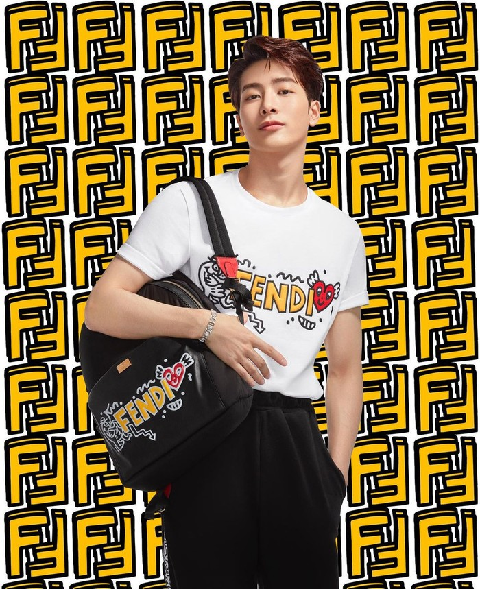 Jackson Wang nggak cuma jago nyanyi, rap, dan bikin lagu. Tapi dia juga idola K-Pop dengan gaya yang boleh banget ditiru.