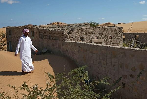 Kata tetua setempat, dulunya warga desa terpaksa harus meninggalkan rumah mereka karena semua desa ditelan oleh pasir 30 tahun yang lalu. Mereka pun bermigrasi ke kota-kota.