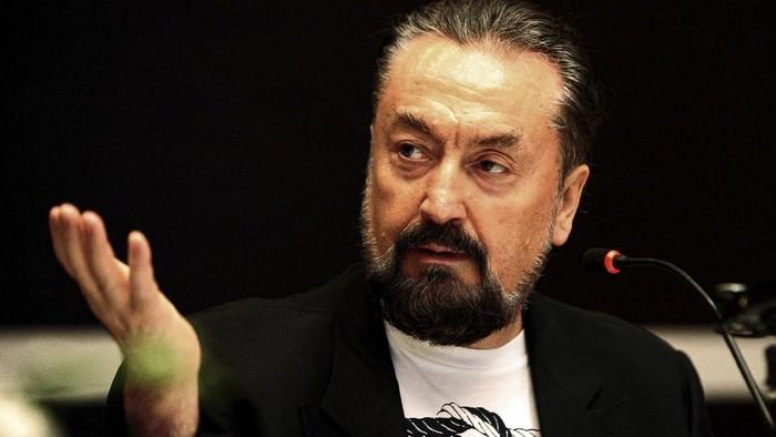Adnan Oktar alias Harun Yahya dihukum 1.075 tahun penjara atas kejahatan seksnya. Ia terbukti memperkosa para pengikutnya atau dikenal dengan sebutan 'kittens'.