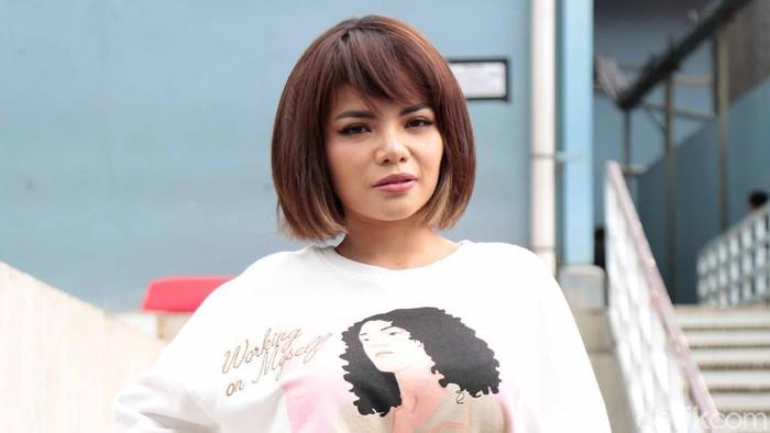 Dinar Candy saat ditemui seusai menjadi bintang tamu acara Brownis, Trans TV, Jakarta Selatan, Rabu (13/01).