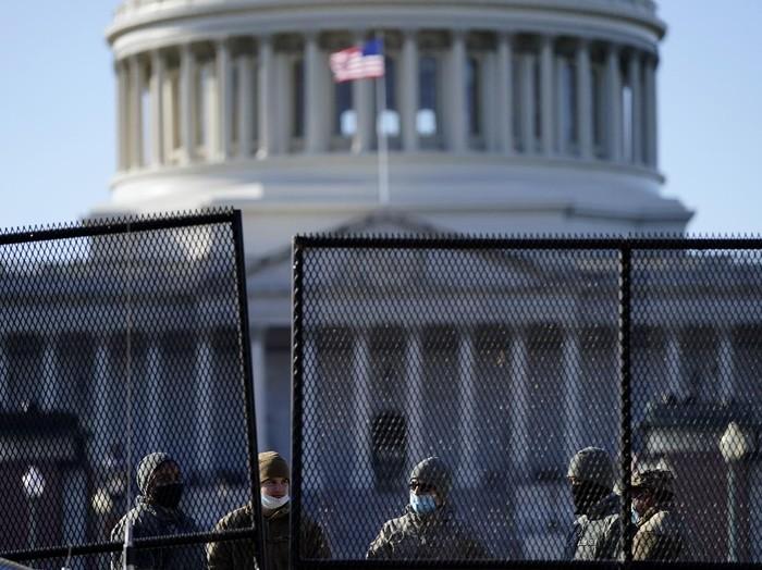 House of Representatives (HOR) atau DPR AS mulai mempertimbangkan pemakzulan kedua Donald Trump. Ia secara resmi dituduh menghasut pemberontakan dan penyerbuan para pendukungnya di gedung parlemen, Capitol Hill, Rabu (6/1/2021) lalu.