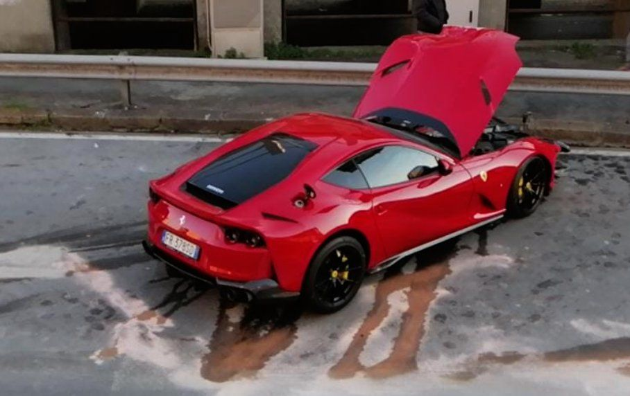 Ferrari 812 Superfast milik pesepakbola Italia, Federico ringsek