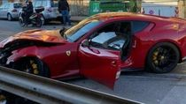 Ciloko! Tukang Cuci Mobil Bikin Ringsek Ferrari Milik Pelanggan