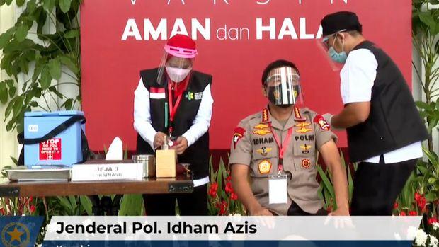 Kapolri Jenderal Idham Azis disuntik vaksin Corona Sinovac.