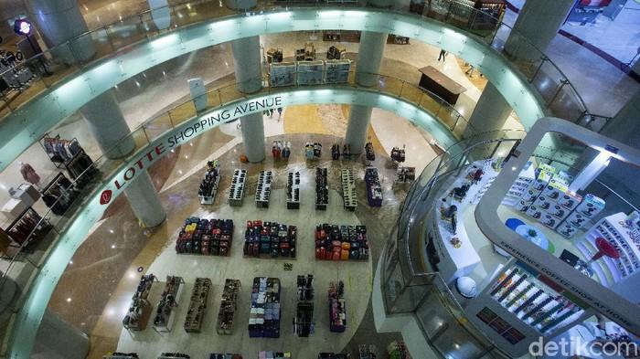Wagub DKI Jakarta Ahmad Riza Patria melakukan sidak di perkantoran dan pusat perbelanjaan Ibu Kota. Sidak dilakukan untuk pastikan aturan PPKM diterapkan.