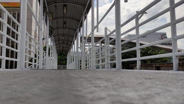 Penambapakan JPO Matraman Jakarta Timur yang dulu berkarat sekarang sudah diperbaiki.