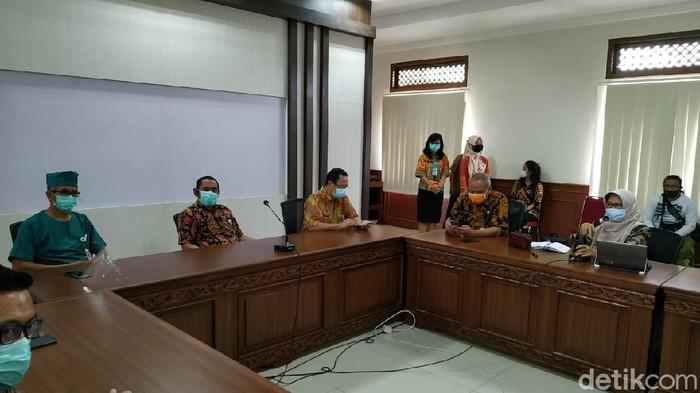 Jumpa pers terkait vaksinasi di Balai Kota Solo, Rabu (13/1/2021)