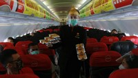 Pemerintah kembali mengizinkan tingkat okupansi atau keterisian penumpang pesawat penuh atau mencapai 100 persen selama masa Pemberlakuan Pembatasan Kegiatan Masyarakat (PPKM). ANTARA FOTO/Muhammad Iqbal